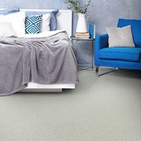 What are the benefits of synthetic fibre carpet?